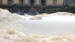 Hà Nam: Kinh hãi dòng kênh nổi bọt trắng xóa như băng tuyết