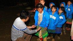 Ảnh: Học sinh dân tộc Mông, Dao xuýt xoa trong áo ấm mùa đông