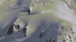Nghẹt thở cảnh tháo chạy khỏi tuyết lở ầm ầm sau lưng