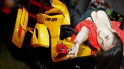 Ngắm siêu mẫu nóng bỏng bên siêu môtô Can-am