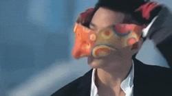 Bất ngờ với dung mạo của sao nam khi tháo bỏ mặt nạ