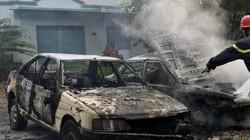 Hy hữu: Dân đốt rác, thiêu rụi cả 2 ô tô