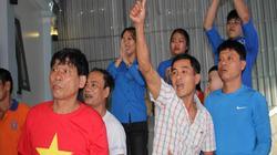 Mẹ trung vệ Tiến Dũng ngất sau khi U23 Việt Nam gỡ hòa