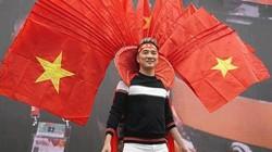 Mr. Đàm và Tùng Leo MC lời qua tiếng lại vì chiếc áo tặng đội tuyển U23VN