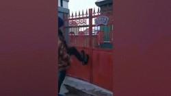 Video: Rét kỷ lục đến mức đạp chân lên cổng, giày dính luôn tại chỗ