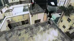 Video: Thót tim cảnh nhảy qua tòa nhà 17 tầng ở Hong Kong