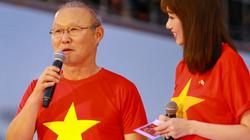 HLV Park Hang-seo khóc nức nở trong lễ mừng công của U23 Việt Nam