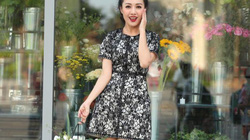BTV Hoài Anh mặc váy ngắn trẻ trung dạo phố xuân ngày giáp Tết