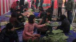 Vui như Tết: Dân chung cư rủ nhau góp gạo gói bánh chưng chung