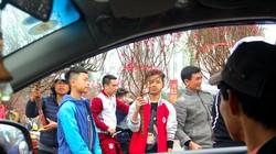 Hà Nội: Ngồi xế hộp mua đào gây ùn tắc ngày 30 Tết