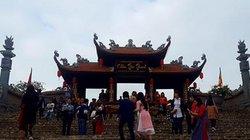 Ngôi chùa biên giới xứ Lạng đông nghịt ngày đầu năm mới