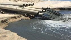 Nước đen ngòm từ công trình nạo vét xả thẳng ra biển Bình Thuận