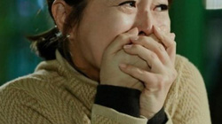 Lang thang trên phố mua đồng nát lại bắt gặp chồng từ nhà nghỉ đi ra