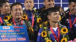 """Quảng Nam nhận """"mưa tiền thưởng"""" sau chức vô địch Siêu Cúp"""