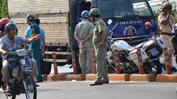 Thanh niên ngã vào đường ô tô, bị xe tải cán chết