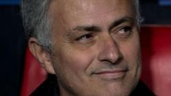 HLV Mourinho cắt cử người xem giò tiền vệ trị giá 80 triệu bảng