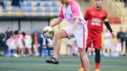 Trọng Đại cùng sao Việt đá bóng quyên góp 134 triệu cho thủ môn U23 có mẹ ung thư