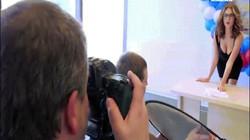 Nga: Dùng người mẫu gợi cảm khuyến khích người trẻ bầu cử