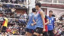 """Sanest Khánh Hòa """"vơ"""" bộn tiền từ bóng chuyền hội làng"""