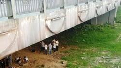 Phát hiện thi thể nam thanh niên nhảy cầu nổi trên trên sông Hương