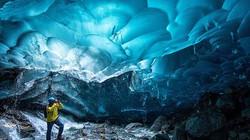 Choáng ngợp trước động băng huyền bí sâu hơn 19.000m
