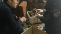 Sửa nhà, tá hỏa phát hiện cả kho lựu đạn chôn sâu dưới đất