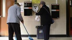 TQ: Có bằng đại học mới được làm việc tại nhà vệ sinh công cộng
