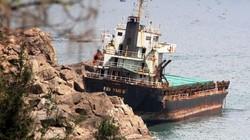 """Ngổn ngang xác tàu """"khủng"""" ở vịnh Quy Nhơn: Bao giờ được giải cứu?"""