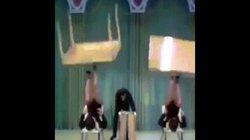 Clip gái đẹp dùng chân quay bàn hút triệu lượt xem