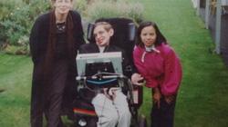 Con gái nuôi Việt Nam kể về những ngày bên Stephen Hawking