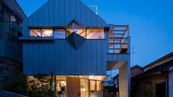 Nhà 2 tầng gây xôn xao giới kiến trúc vì thiết kế... lạ