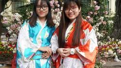 """Lễ hội hoa anh đào: Thiếu nữ thuê kimono chụp ảnh cho... """"chất"""""""