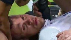 """Clip: Messi Thái Lan suýt """"hạ sát"""" cựu sao Liverpool trên sân"""