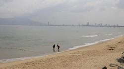 Biển Đà Nẵng xanh trở lại sau 1 ngày bọt lạ xuất hiện