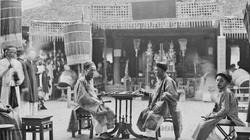 Ảnh hiếm về tục chơi cờ người ở Việt Nam xưa