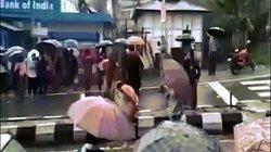 Hai nghi phạm hiếp dâm bị lột trần diễu phố, đánh đập ở Ấn Độ