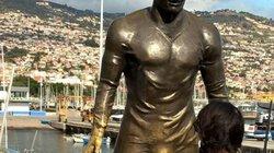 CĐV nữ làm tình làm tội 'của quý' to bất thường tượng Ronaldo