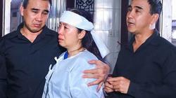 Quyền Linh lặng người viếng tang lễ ông bầu sân khấu kịch Sài Gòn