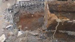 Hố sâu như giếng xuất hiện giữa quốc lộ 12B