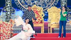 Tiểu Vy gượng gạo, ngã lăn trên sân khấu khi diễn Táo quân 2019