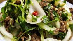 Đổi bữa với rau càng cua trộn thịt bò ngọt mát