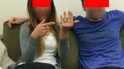Cặp đôi vô tình tiết lộ bí mật qua bức ảnh chiếc nhẫn đính hôn