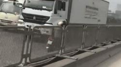 SỐC: Nữ lái xe ga chạy vun vút ở đường cấm trên cao