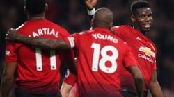 """HLV Mourinho tố cáo bị cầu thủ M.U vượt quyền, """"đá ghế""""?"""