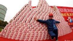 """Choáng với tiền thưởng Tết chất thành """"núi"""" của công ty Trung Quốc"""