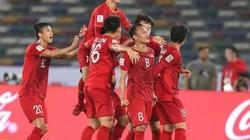 """Asian Cup 2019: Vào tứ kết, ĐT Việt Nam sẽ thoát khỏi """"ác mộng trọng tài""""?"""