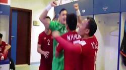 Clip: Văn Lâm cùng đồng đội phấn khích sau chiến thắng Jordan