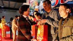 Yên Bái: Trao nhà, vé tàu và hàng trăm suất quà Tết cho công nhân