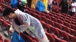 CĐV Nhật Bản sai khi nhặt rác ở sân bóng nước ngoài?