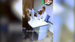 Bị từ chối, cô gái ngay lập tức cởi đồ để thuyết phục ngân hàng cho vay nợ